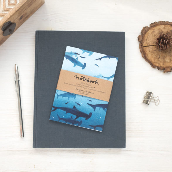 Notebook A6 diseño Sharks by Nathalie Ouederni para Pequeños Placeres